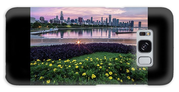 summer flowers and Chicago skyline Galaxy Case