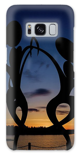 United In Celebration Sculpture At Sunset 5 Galaxy Case