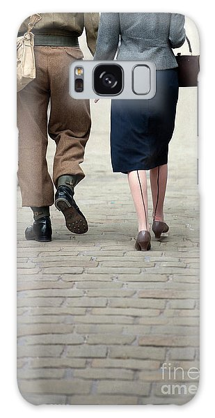 1940s Couple Soldier And Civilian Holding Hands Galaxy Case by Lee Avison