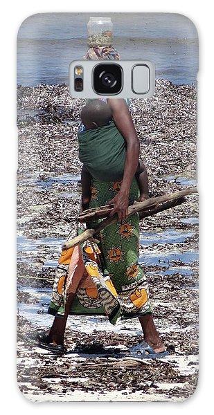 Exploramum Galaxy Case - African Woman Collecting Shells 1 by Exploramum Exploramum