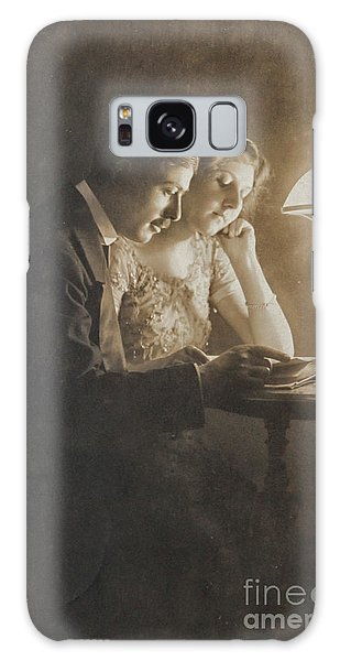 Vintage Loving Couple Reading With Oil Lamp Galaxy Case