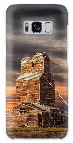 Abandoned Grain Elevator On The Prairie Galaxy Case