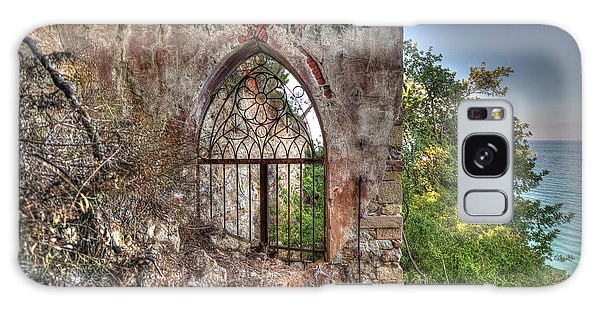 Abandoned Places Iron Gate Over The Sea - Cancellata Sul Mare Galaxy Case
