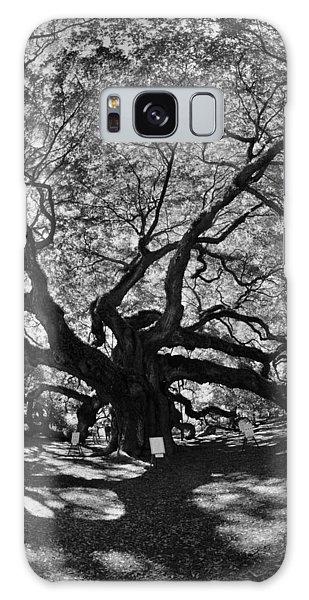 Angel Oak Johns Island Black And White Galaxy Case