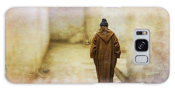 Arab Man Walking - Morocco 2 Galaxy Case