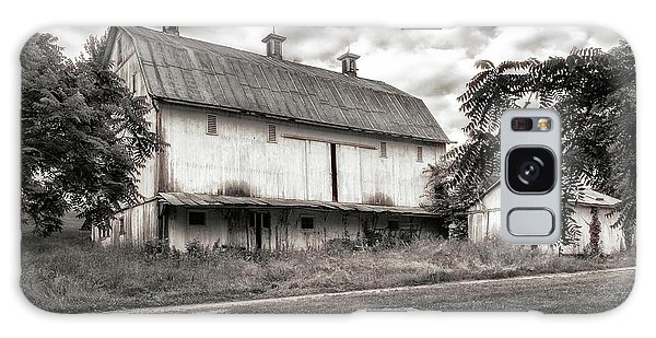 Countryside Galaxy Case - Barn In Black And White by Tom Mc Nemar