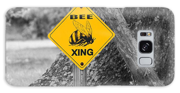 Bee Crossing Galaxy Case