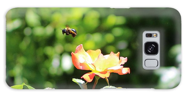 Bee Flying From Peach Petal Rose Galaxy Case