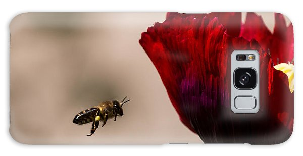Bee Right Profile Flying To Red Flower Galaxy Case