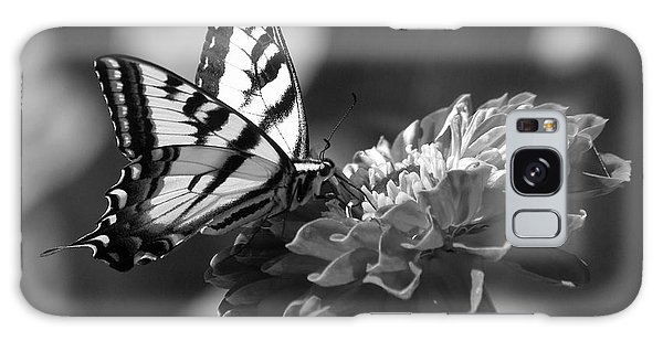 Black And White Butterfly On Zinnia Galaxy Case