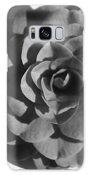 Camellia In Black And White Galaxy Case