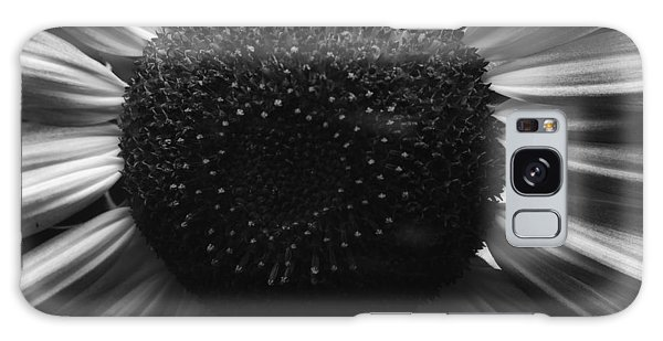 Black And White Flower Twelve Galaxy Case