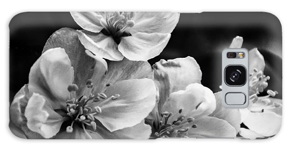Black And White Flowers Galaxy Case