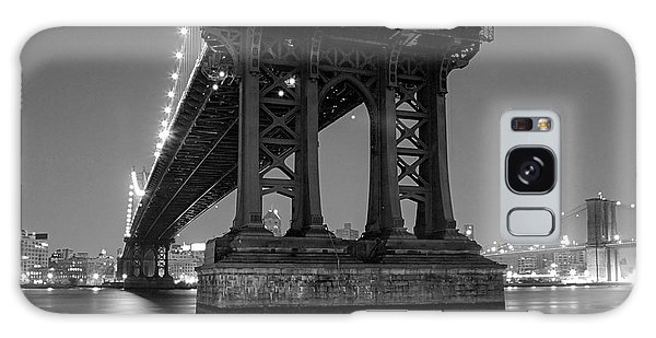 Black And White - Manhattan Bridge At Night Galaxy Case