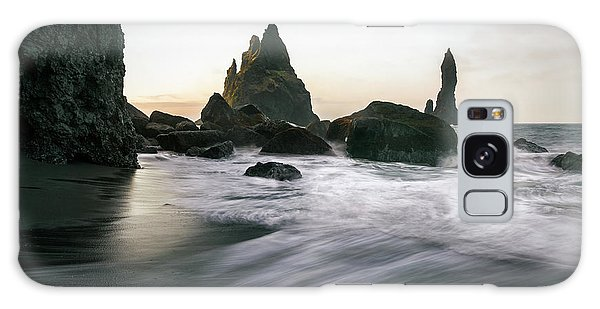 Black Sand Beach In Iceland Galaxy Case