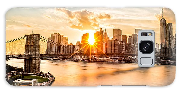 Brooklyn Bridge And The Lower Manhattan Skyline At Sunset Galaxy Case