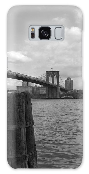 Brooklyn Bridge  Galaxy Case by Henri Irizarri