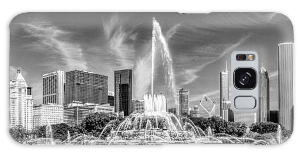 Buckingham Fountain Skyline Panorama Black And White Galaxy Case
