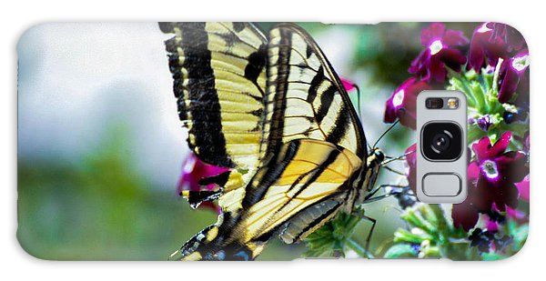 Butterfly On Purple Flowers Galaxy Case