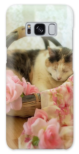 Calico Kitty In A Basket With Pink Roses Galaxy Case