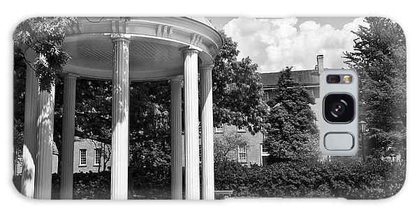 Chapel Hill Old Well In Black And White Galaxy Case