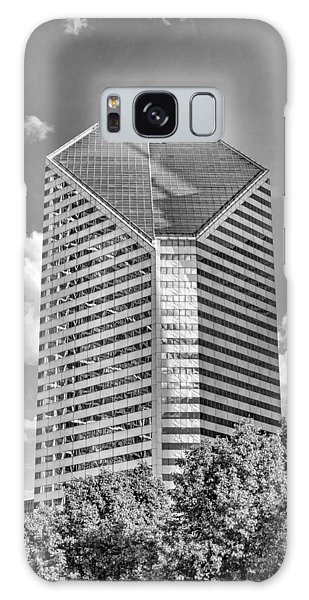 Galaxy Case featuring the photograph Chicago Smurfit-stone Building Black And White by Christopher Arndt