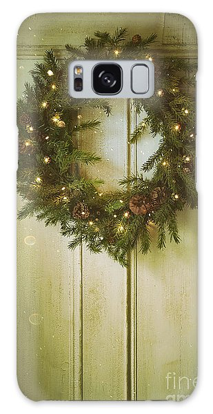 Christmas Wreath With Lights On Vintage Door Galaxy Case