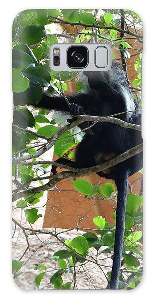 Exploramum Galaxy Case - Colobus Monkey Eating Leaves In A Tree - Full Body by Exploramum Exploramum