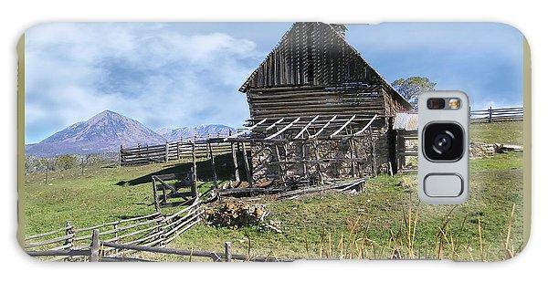 Colorado Rocky Mountain Vintage Barn   Galaxy Case
