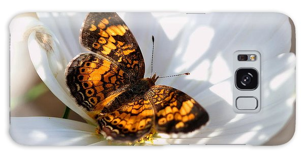 Pearl Crescent Butterfly On White Cosmo Flower Galaxy Case