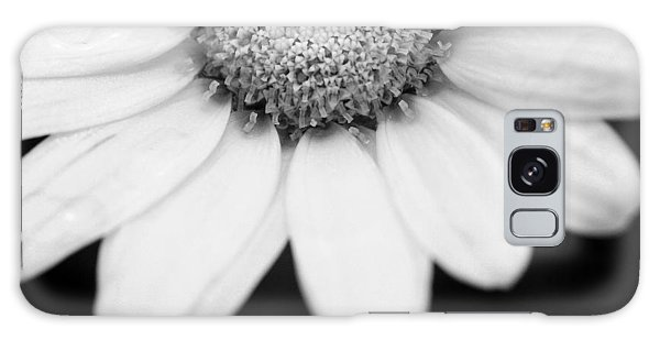 Daisy Smile - Black And White Galaxy Case