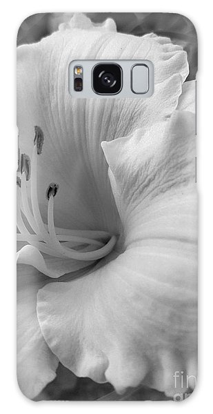 Daylily Delight In Black And White Galaxy Case