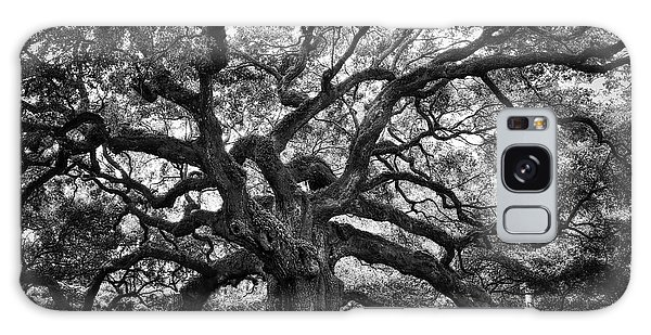 Dramatic Angel Oak In Black And White Galaxy Case