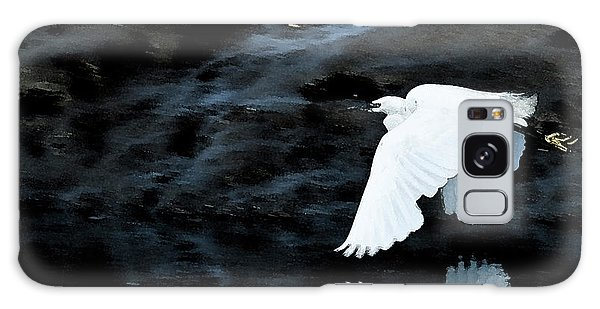 Egret In Flight Galaxy Case by Brian Roscorla