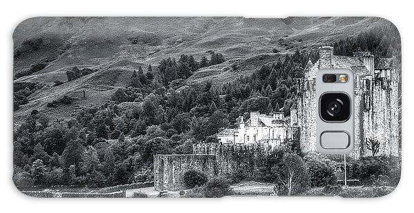 Eilean Donan Castle, Dornie, Kyle Of Lochalsh, Isle Of Skye, Scotland, Uk Galaxy Case