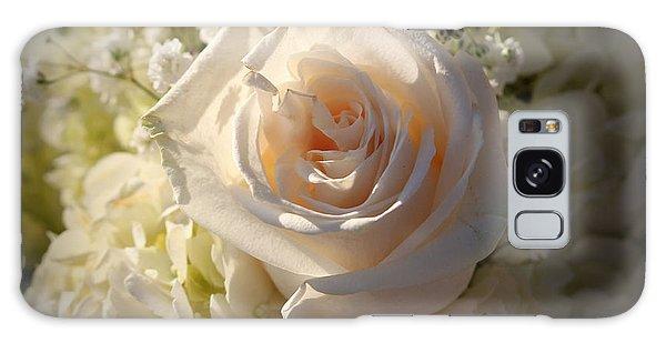 Elegant White Roses Galaxy Case