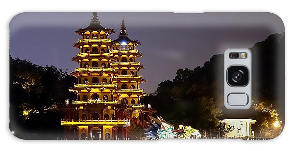 Evening View Of The Dragon And Tiger Pagodas In Taiwan Galaxy Case