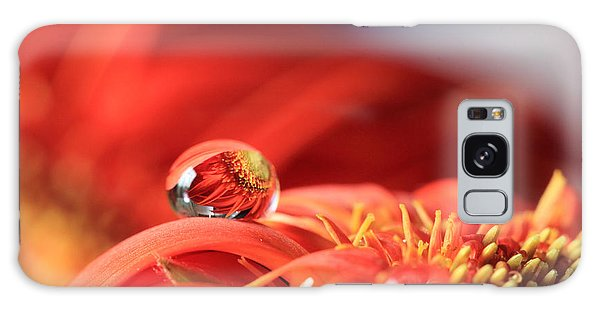 Flower Reflection In Water Drop Galaxy Case