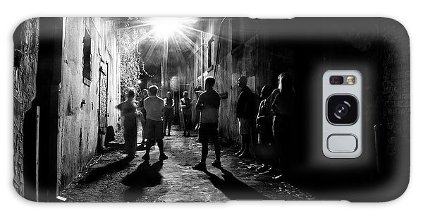 Gathering In A Wilmington Alley In Black And White Galaxy Case