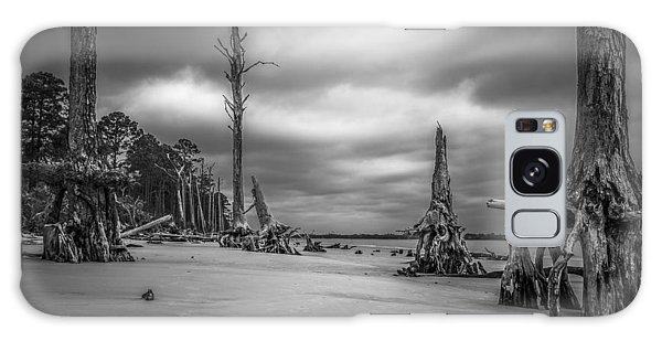 Ghosts Of Giants Above The Sand - Bw Galaxy Case