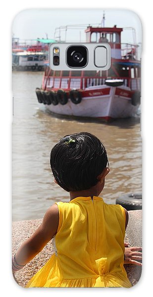 Girl In Yellow Dress W/leaf In Hair Looking At Boats Galaxy Case