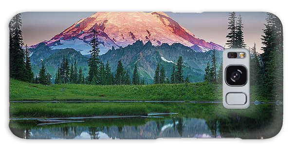 Mountain Galaxy Case - Glowing Peak - August by Inge Johnsson