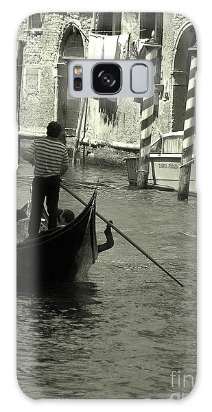 Gondolier In Venice   Galaxy Case