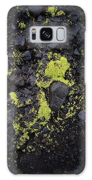 Green On Black On Iceland's Fimmvorduhals Trail Galaxy Case