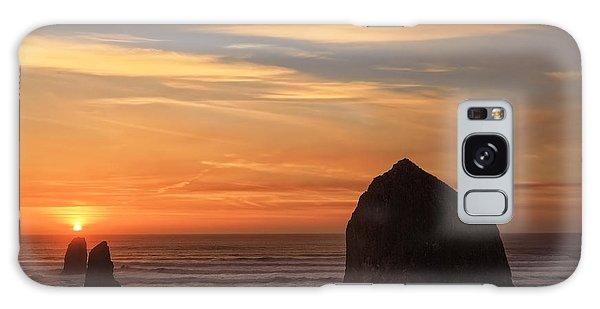 Haystack Rock Ocean Sunset, Cannon Beach, Oregon Galaxy Case