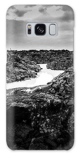 Icelandic Silica Stream In Black And White Galaxy Case