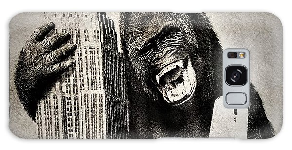 The Empire Galaxy Case - King Kong Selfie by Rob Hans