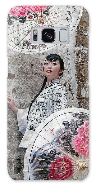 Lady With An Umbrella. Galaxy Case