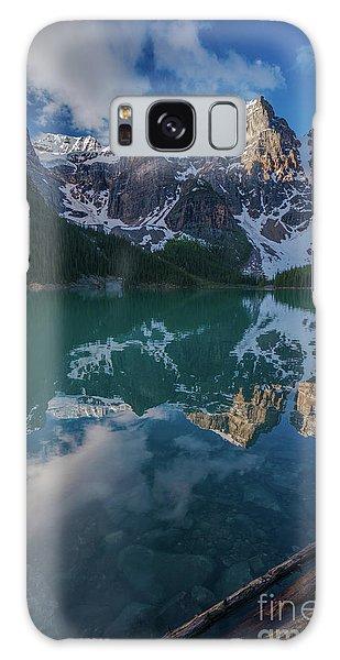 Moraine Lake Galaxy Case - Lake Moraine Peaks Reflection by Mike Reid