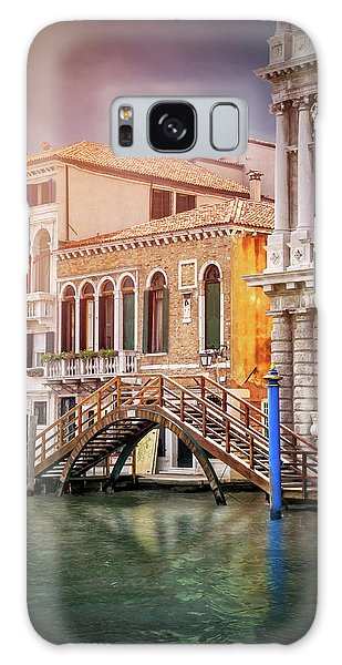 Little Wooden Footbridge In Venice Italy  Galaxy Case